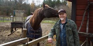 Att rida i skogen och galoppera på ängarna är något som Kåre Mölder verkligen gillar. Dan Hawkins är en Morganhäst.