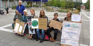 Gunnar Månsson, Gunvor Månsson, Lillebil Lundkvist, Lillemor Kvist, Åse Ängsved, Nils Ängsved och Ulrika Engdahl vill att kommande generationer ska ha en planet att leva på.
