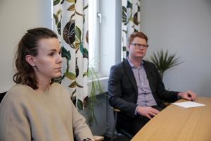 Med sommarjobben kan vi marknadsföra oss som en framtida arbetsgivare, säger Fredrik Rönning (S). Matilda Kilström berättar att hon är en av många anställda som stiftade den första bekantskapen med kommunen genom ett sommarjobb.