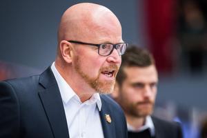 Moratränaren Johan Rosén ogillade förutsättningarna inför torsdagsmatchen.Foto: Simon Eliasson/Bildbyrån