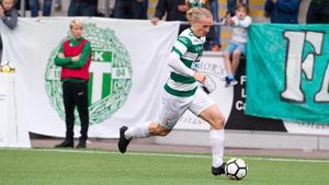 Douglas Karlberg har gjort nio mål hittills under sin första säsong i division 1. Men nu är hans framtid i klubben osäker.