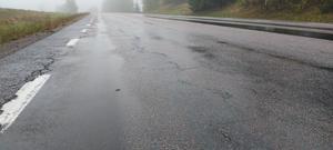 Vägen mellan Vretstorp och Östansjö är i behov av ny beläggning.