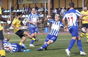 Balen Nouri  går på avslut. Han var pigg och utöver ett mål spelade han fram till de två andra HAIF-målen.