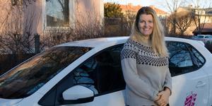 Alexandra Larsson är vd för Rosa kortet trafikskola. Hon startade företaget sommaren 2014.