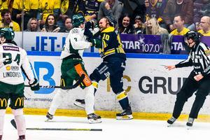 Thörnberg och Ivarsson brakade ihop i första perioden.
