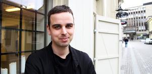 Modedesignern Jonas Hedström har öppnat sitt skrädderi på Kungsgatan.