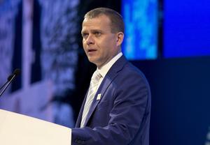 – Jag har noggrant följt vad som hänt i Sverige och jag är glad att vi inte har den typen av blockpolitik, säger Petteri Orpo, ledare för Samlingspartiet, som är Moderaternas systerparti i Finland.