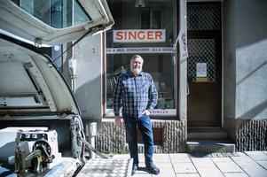 Emil Olsson tog över Singerbutiken i Stenstan i juni 2018.