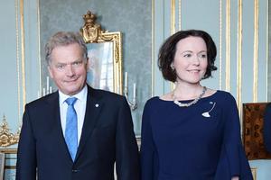 President Sauli Niinistö med hustrun Jenni Haukio på en lunch på Stockholms slott i augusti 2017 med anledning av Finlands hundraårsfirande.