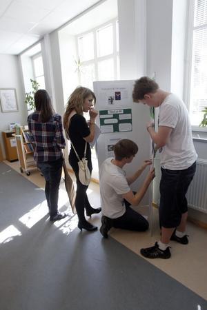 Eleverna fixade själva utställningen där de visade upp sina projektarbeten.