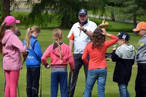 Sedan i lördags pågår ett golfläger  för ungdomar på golfbanan vid Hussborg, Ljungaverk.