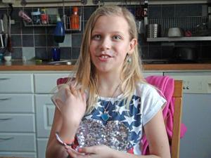 Josefine Persson, tio år från Brunflo har problem med hjärtat.