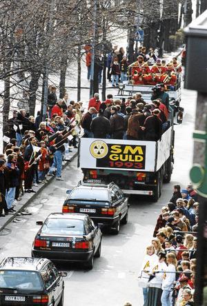 Brynäs åker kortege genom Gävle efter guldet 1993. Bild: Leif Jäderberg.