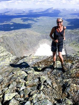 Eva Wallstam, bördig från Funäsdalen, har tillsammans med maken Bo Stenson gett ut guiden Vandra i Härjedalen.