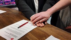 I överenskommelsen står det att parterna är överens om att: