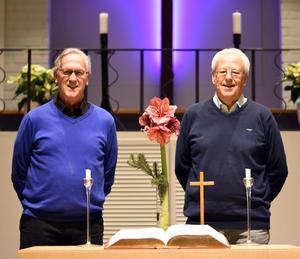 Rune Forslin och P-G Svensson bjöd på såväl duettsång som pianospel vid RPG Avestas senaste möte. Foto: Åke Hollman.