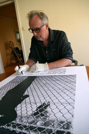 Jan Stenmark har inget emot att bli fotograferad, men vägrar att låta sig filmas.