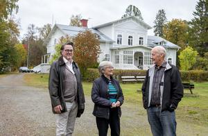 Leif Nyqvist , Margareta och Tore Grön visar herrgården.