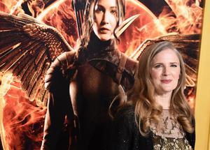 Suzanne Collins vid Los Angeles-premiären av första Hungerspelen-filmen. Fjärde delen ansluter till temat i de första tre. Bild: Jordan Strauss/AP