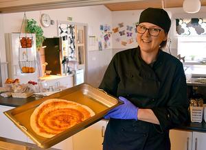 Elevernas nobelpristagare i matlagning Anna Aronsson  har lagat specialiteter från olika läder och brukar också ta hjälp av