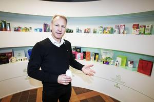 Gävlefabrikens främsta produkt är kartong som används till yoghurt- och juiceförpackningar. Tetra Pak och Elopak är de två största kunderna. På bilden syns Mats Häggquist som är ansvarig för forskning och utveckling på Billerud Korsnäs.