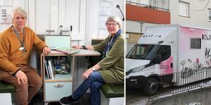 Joakim Björnberg, en av bokbussens chaufförer, och bibliotekschef Ingrid Olsson trivs i det nya fina bokbussen. Foto: Kramfors kommun