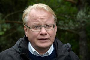 På tisdagen inleds rättegången mot den man som misstänks för att ha dödshotat Peter Hultqvist på Twitter.Foto: Anders Wiklund/TT