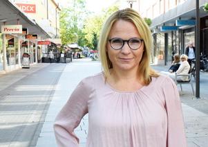 Monica Lundin, L, skriver i en debattartikel samförfattade med Jerk Pros , L, att  näringslivet är samhällets motor och det som kan göra Borlänge till möjligheternas stad och Dalarna till möjligheternas län.