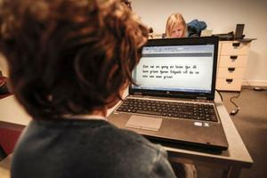 Strax före lunch ägnade sig eleverna i första klass åt svenska.