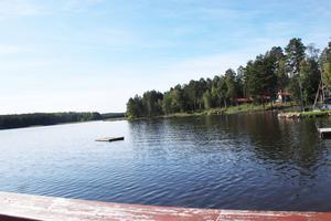 Skogspartiet bortanför stugområdet ville de nya ägarna köpa in mer mark. Något som Falu kommun sagt nej till då marken är en del av naturreservatet Runns norra öar och ska bevaras fri från exploatering.