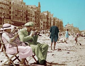 I den fashionabla badorten Oostende samlades Europas intellektuella. Bild från bokomslaget.