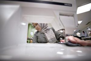 Aigul Altekova hade aldrig använt en symaskin innan hon började på Textil och designutbildningen i Sandviken.