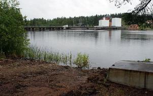 Mitt emot den nya fiske- och båtplatsen ligger Lillstups kraftstation. Fortum äger marken och har gett klartecken.