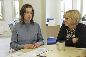 Marie Palm och Paula Jäverdal hoppas att gränserna mellan traditionellt manliga och kvinnliga yrken så småningom ska suddas ut.