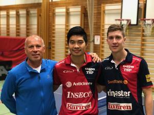 Igor Krokhin idrottslärare och Elitspelarna Anders Eriksson och  Anthony Tran från Suif i Söderhamn.
