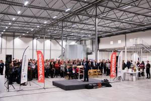 Henrik Lindley inledde invigningsceremonin på scenen.