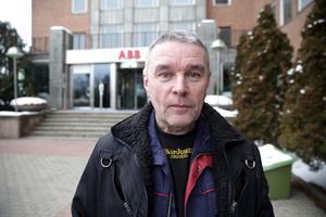 Det skulle säkert fungera bra om vi hade en annan lokal utanför staketet, säger Claes Jansson som är kritisk till hur ABB behandlat AQ.