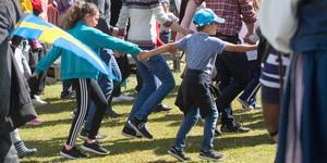 Traditionell dans kring stången utlovas på Torekällberget,