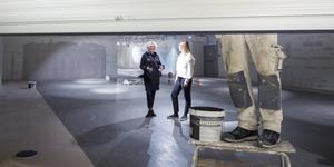 Eva-Lena Persson och Maryanne Karlsson förvaltare på In-gallerian på plats i Cribs nya lokaler.