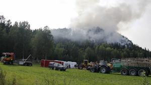 Det var många bybor som ställde upp under branden.