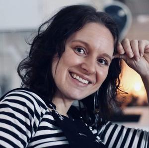 """""""Det här slår ju allt, arbetsstipendiet är det bästa priset hittills"""", säger en glädjestrålande Heidi Baier. Foto: Privat"""