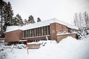 Församlingshemmet ritades av civilingenjör Bertil Müller och stod klart 1975.