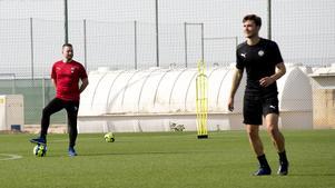 Axel Kjäll synar den spanska testspelaren Iu Ranera Grau.