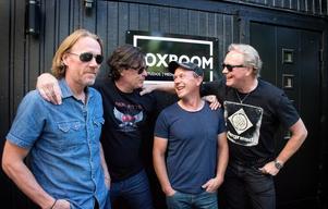 Mats Nelin, Thomas Lundgren, Magnus Nelin  och Hansi Fellbrink är i gång med sitt band Roulette igen.