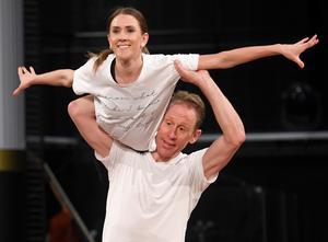 Gunde Svan fick tre tiopoängare av juryn förra veckan. Själv tror han att Marlena Ernmans framträdande under dansen hade stor påverkan.