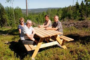 Eli Hynne, Tore Amundsson, Annie Nilsson  och Tommy Hallqvist provsitter den