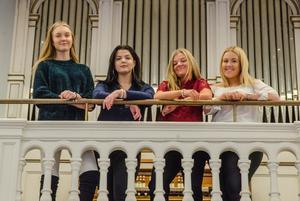 Stina Kotilainen, Neda Zandieh, Wilma Danielsson och Emma Hermansson driver UF-företaget Bright Fight för en mer jämställd framtid.