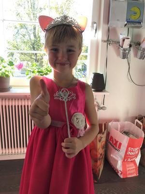 Två dagar efter Camillas 44-årsdag kom dottern Clara till världen.
