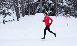 Löpning året runt är grejen för Sophia Sundberg, som tillbaka i Sundsvalls Friidrotts färger förbereder sig för 2019-års Comrades i Sydafrika, löpartävlingen över 90,2 kilometer, som samlar runt 25.000 deltagare. Tidigare har hon en sjätte plats där som bäst.