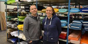 Björn och Emma Forsman är ägare till webbutiken Rosahuset i Falun.